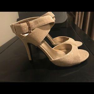 NWOT J.Renee Gold Glitter Heels